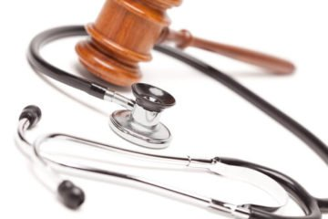 stethoscope and a gavel to represent medical malpractice law